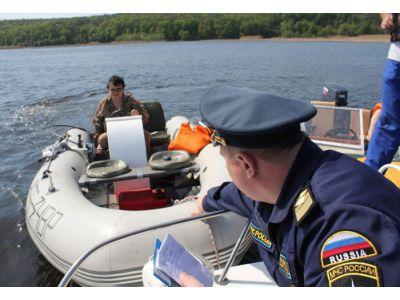 Какая ответственность предусмотрена за управление судном (лодкой) без прав (при наличии подвесного лодочного мотора более 5 л.с.)